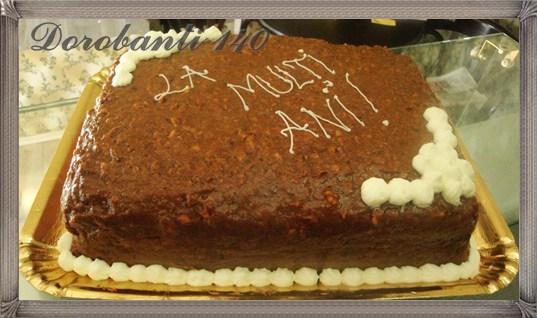 Tort de vanilie, caramel, bezea si ciocolata