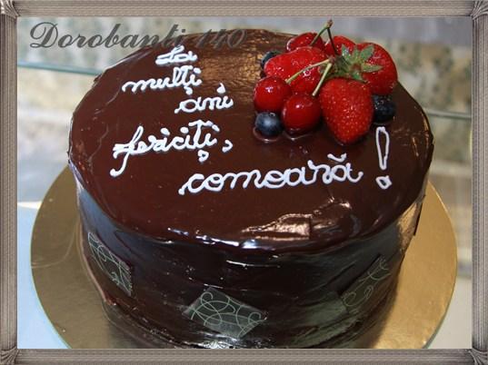 Tort cu vanilie, ciocolata, fructe de padure, ananas si cirese