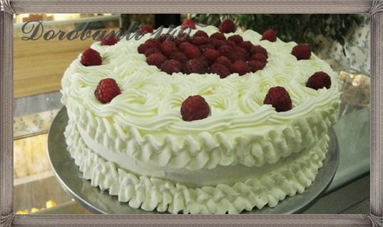 Tort de vanilie, zmeura si frisca
